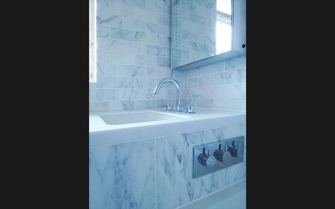 bathroom-room-001-black-bg