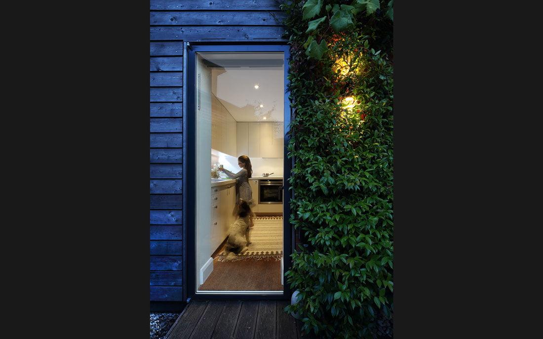 kitchen-doorblack-bg